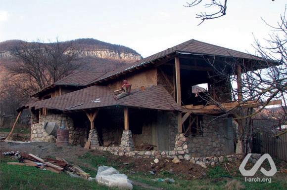 Саманный дом в деревне богатое ущелье